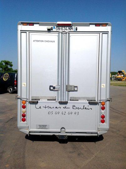 transporteur-chevaux-gris